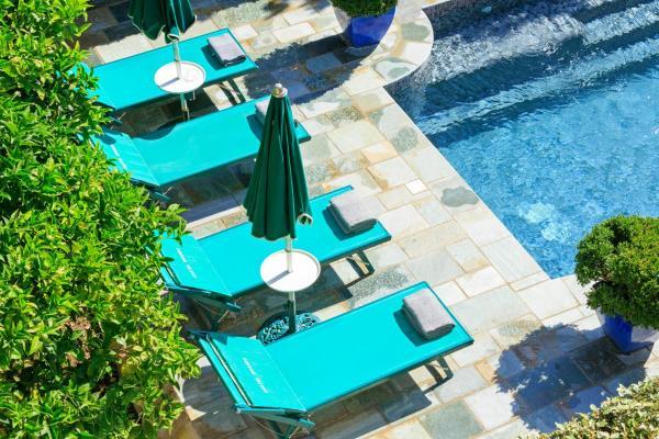 Hotel Pictures: Hôtel Demeure Castel Brando, Erbalunga