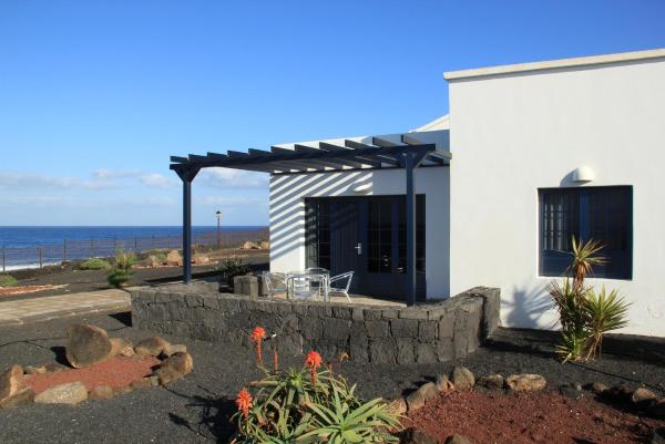 Villa with Ocean View (2 Adults + 1 Child)