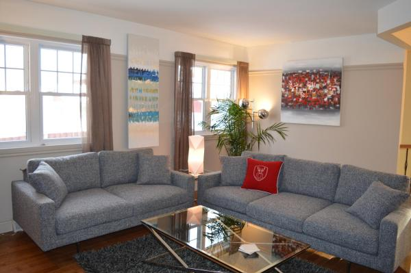 Hotel Pictures: Spacious and elegant home away from home., Longueuil