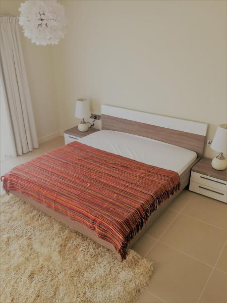 Фотографии отеля: Short Booking - 3 Bedrooms TownHouse Villa, Redwood Park, Jumeirah Golf estate, Дубай