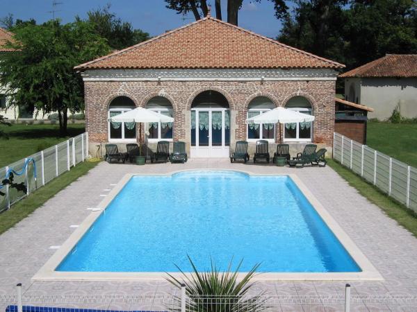 Hotel Pictures: Chambre d'Hôtes Domaine de l'Arnaudière, Ygos-Saint-Saturnin