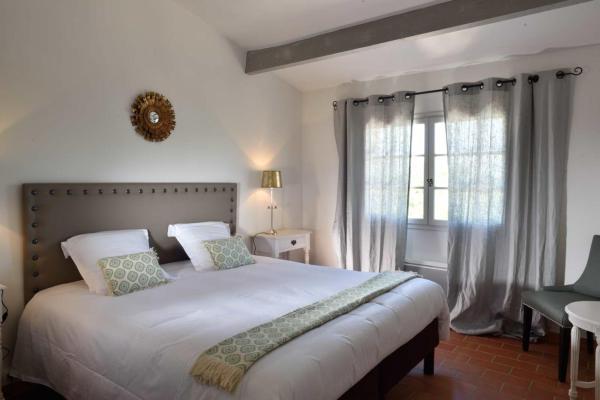 Hotel Pictures: Domaine Le Bois Des Dames, Chantemerle-lès-Grignan