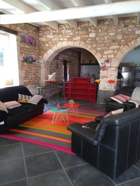 Hotel Pictures: La Batisse du Chateau (3 Chambres), La Baume-de-Transit
