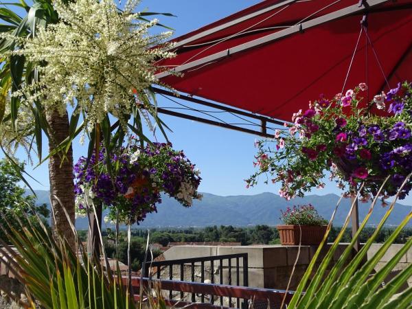 Hotel Pictures: Logis Hotel Cara Sol, Elne