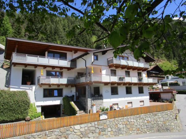 Hotel Pictures: Haus Stefan, Oetz