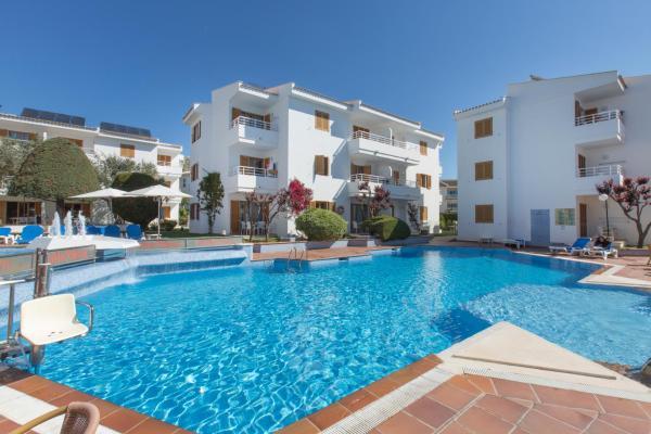 Hotel Pictures: Aparthotel Flora, Port de Pollensa