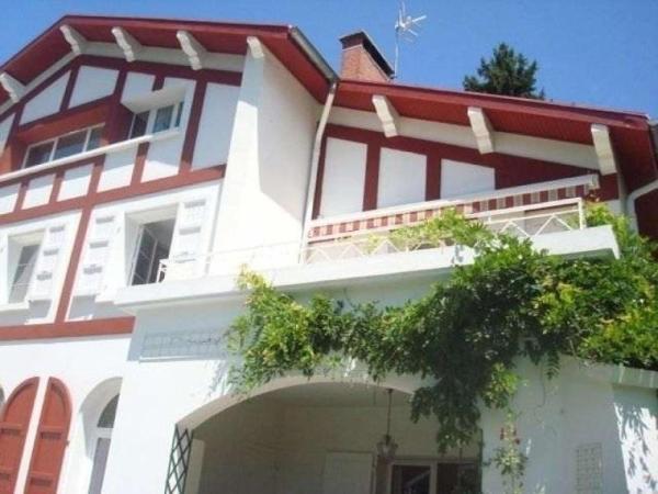 Hotel Pictures: House De la terrasse, Saint-Martin-d'Uriage