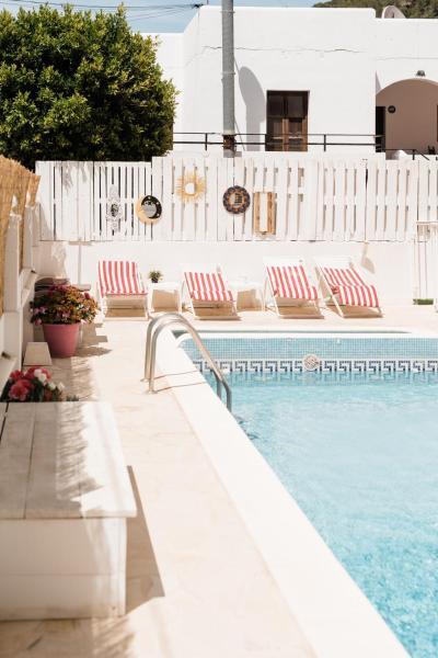 Hotel Pictures: Bloem Apartments, Cala Llonga