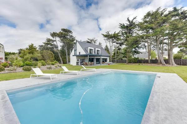 Hotel Pictures: Beautiful House, Pool, and Beach within Walking Distance in Piriac-sur-Mer, Piriac-sur-Mer