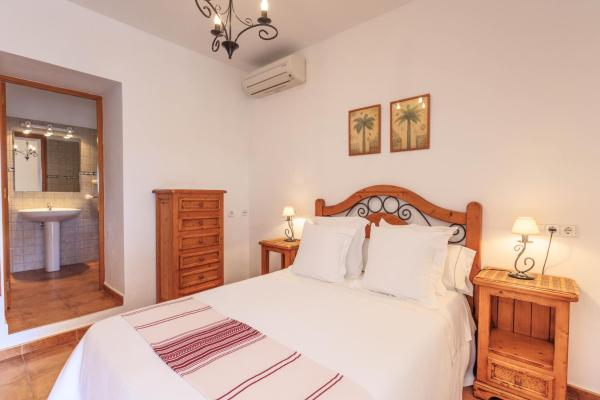 Hotel Pictures: Finca Can Carlets, Cala Saona
