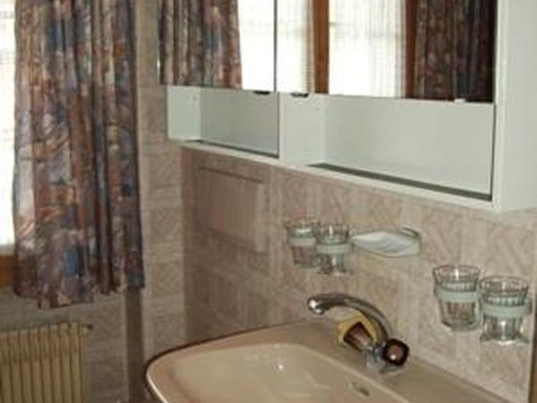 Hotel Pictures: Apartment Morier (2. Stock), Saanen