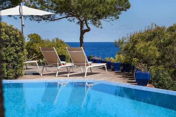 Hotel Pictures: Sea Front Villa with access Mallorca 6 pers, Capdepera