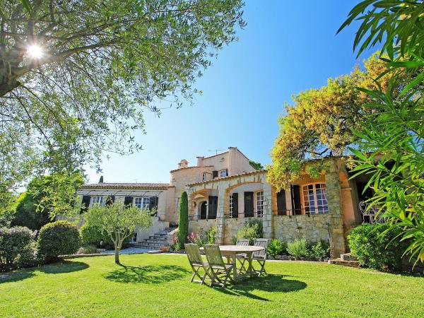 Hotel Pictures: Villa La Badogue, Valescure