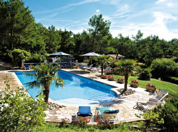 Hotel Pictures: Roque-Blanc en Provence (160), La Roque-d'Anthéron