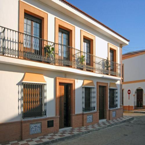 Hotel Pictures: Apartamentos Tartessos, Villamanrique de la Condesa