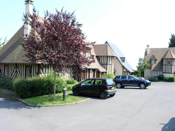 Hotel Pictures: Three- bedroom House in Deauville, Deauville