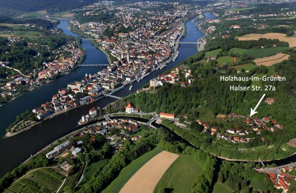 Hotel Pictures: Holzhaus im Grünen B&B, Passau