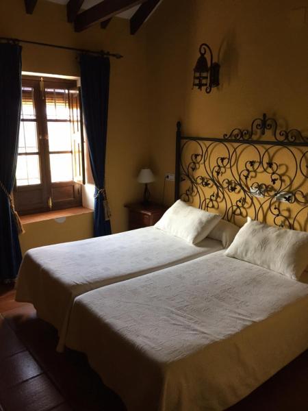 Hotel Pictures: Casona Los Moriscos, Colmenar