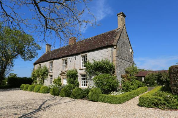 Hotel Pictures: Farmhouse Annexe with Tennis Court, Shepton Mallet