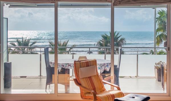 Hotel Pictures: Beachfront Apartment R66, Cubelles