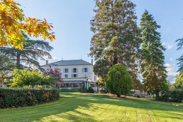 Hotel Pictures: Chateau de Breuil en Beaujolais, Salles-Arbuissonnas