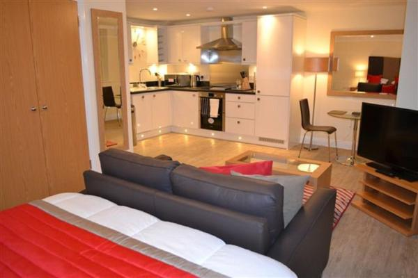 Hotel Pictures: Central Point Apartments, Basingstoke, Basingstoke