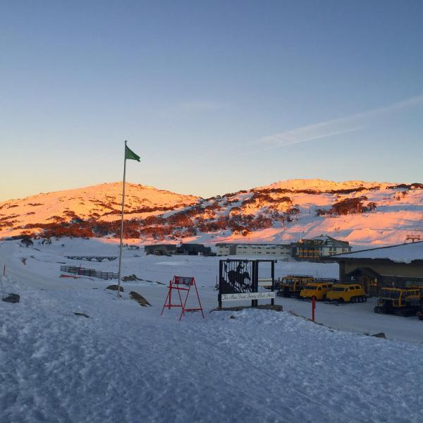 Фотографии отеля: The Man from Snowy River Hotel, Perisher Valley