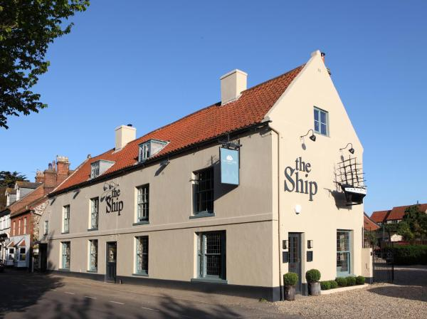 Hotel Pictures: The Ship Hotel, Titchwell