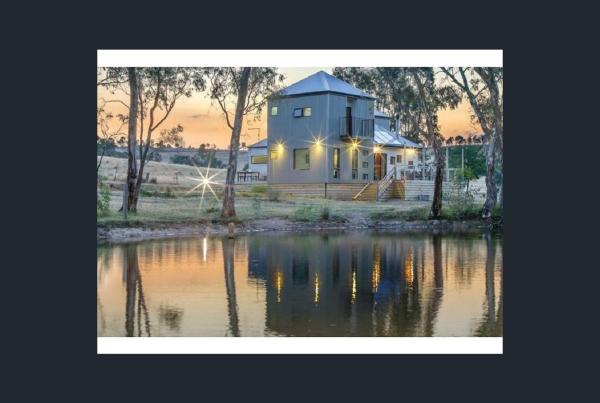 Hotel Pictures: Whispering Gums Organic Retreat, Yandoit