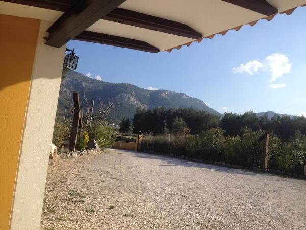 Hotel Pictures: Casa Amarilla, Alfafara