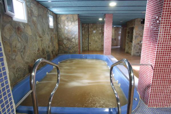 Hotel Pictures: Hotel Balneario Fuentes del Trampal, Carmonita