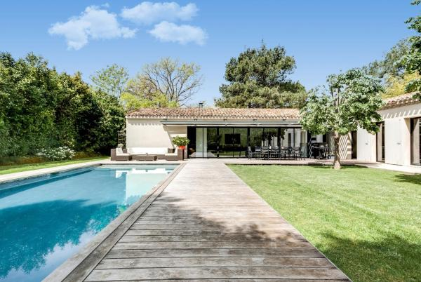 Hotel Pictures: Provencal-Style Country House, Aix-en-Provence