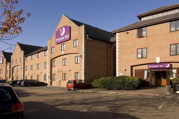 Hotel Pictures: Premier Inn Guildford North - A3, Guildford