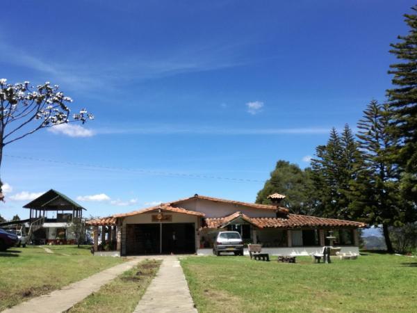 Hotel Pictures: Al Bosque Hostel & Glamping, Santa Elena