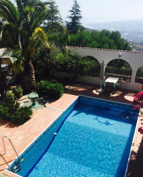 Hotel Pictures: Holiday home Pago de la Rabita, Sayalonga