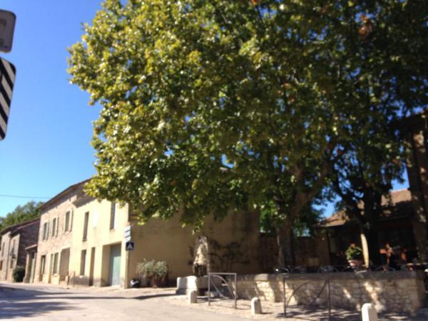Hotel Pictures: Cafe de l'univers, Arpaillargues-et-Aureillac