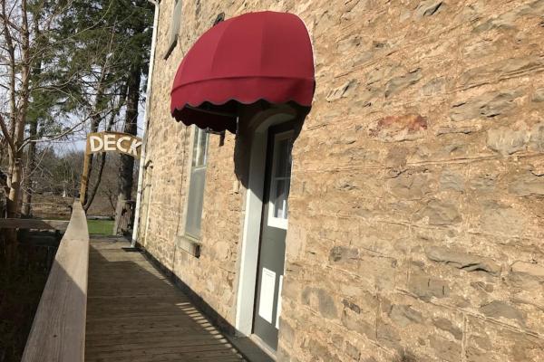 Hotel Pictures: Cheltenham Suites, Caledon