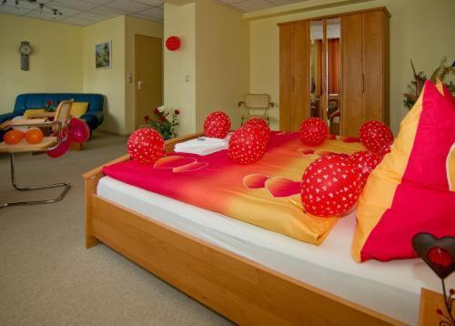 Hotel Pictures: WALDHOTEL SEELOW - ein Land-gut-Hotel, Seelow