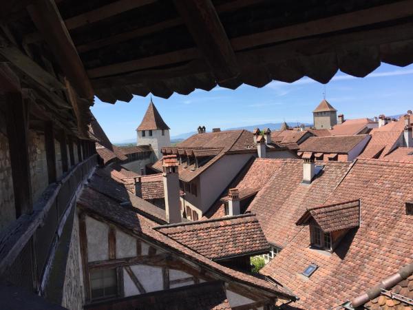 Hotel Pictures: BnB Zimmer EG Bauernhaus Burg, Murten