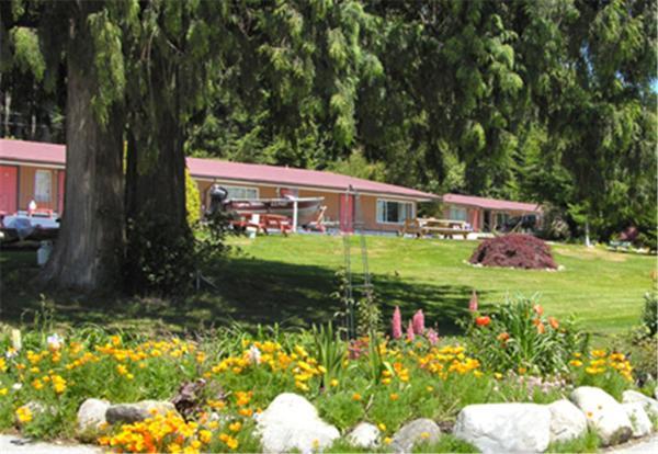 Hotel Pictures: Seaside Villa Motel & RV Park, Powell River