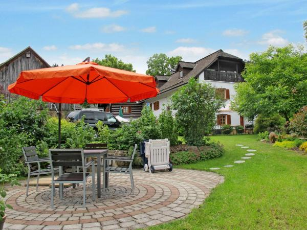 Hotel Pictures: Haus Sarova (100), Dvory