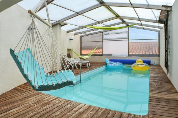 Hotel Pictures: Holiday Home Rue du Petit Corent, Veyre-Monton