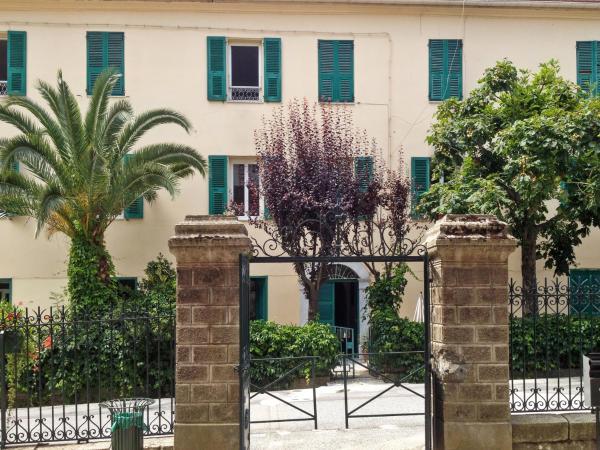 Hotel Pictures: Apartment place de la Mairie, Venaco