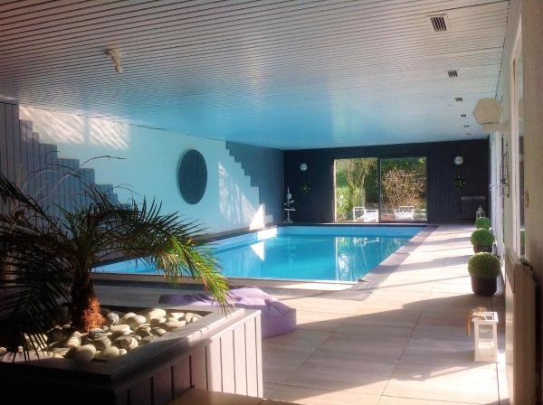 Hotel Pictures: Holiday Home Allée des Acacias, Messac