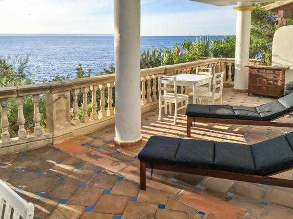 Hotel Pictures: Apartment Passeig de les Illetes, Illetas