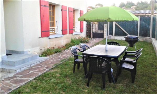 Hotel Pictures: Apartment Chemin de la Mure, Aubenas