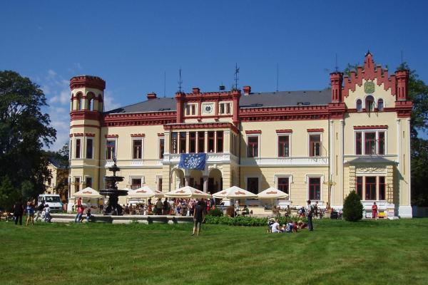 Hotel Pictures: Zámek Mostov, Mostov