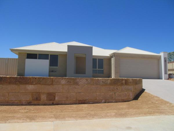 酒店图片: 5 Star Luxury Beachfront Geraldton Sleeps 12 + Cot, Drummond Cove