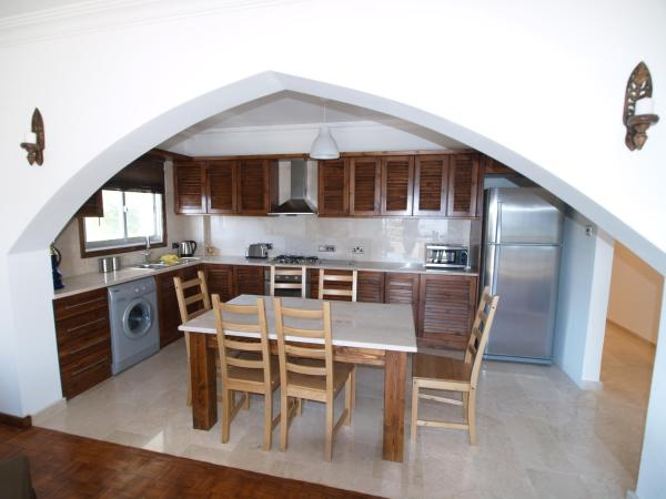 Hotel Pictures: Palm Beach Apartment, Famagusta