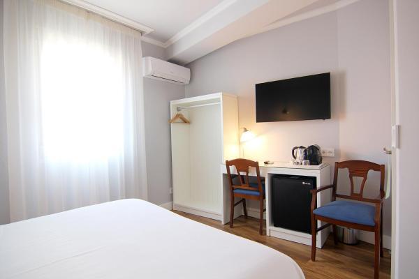 Hotel Pictures: Hostal Los Castañuelos, Candeleda